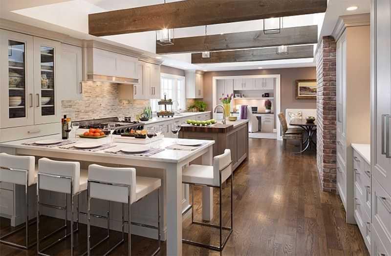 Ngoài đồ đạc bằng gỗ, bạn cũng có thể sử dụng rầm xà gỗ và gạch lát tường để mang đến sự giản dị cho căn phòng như mẫu nội thất phòng bếp trên đây